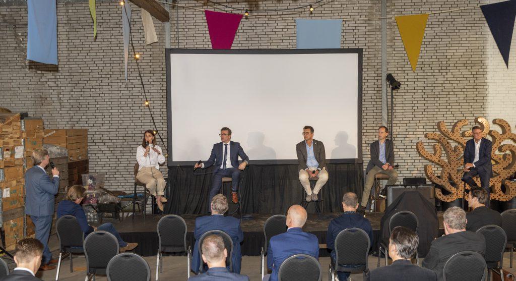 Op Paneldiscussie met Dineke van Meeuwen, wethouder Marco Oosterwijk (Ridderkerk), Pieter Berkman, Daan Zandbelt en wethouder Peter Luijendijk (Barendrecht)